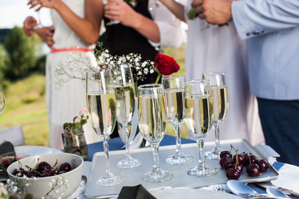 結婚祝いに送りたい!おすすめシャンパン5選【予算・相手別の選び方】