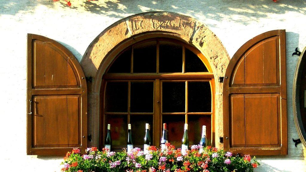 【ゲヴュルツトラミネールおすすめワイン6選】品種の特徴と代表的な産地を紹介!