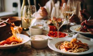受講後に美味しいレストランに行きやすい便利な立地!